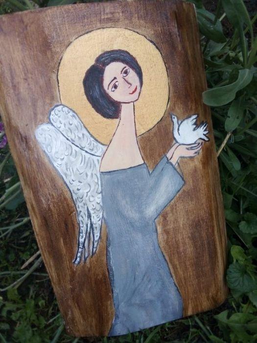 Anioł z gołąbkiem  w popielatej sukience - akryl na desce - widok