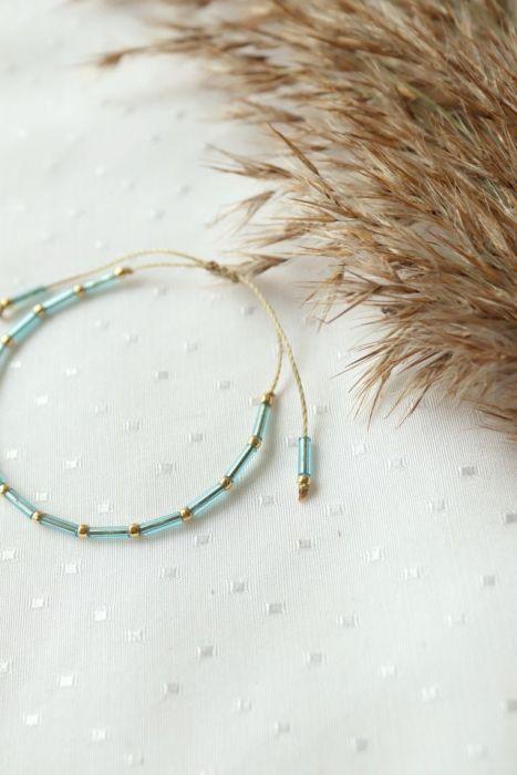 Minimalistyczna bransoletka na nadgarstek - bransoletka za złotymi koralikami