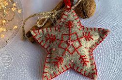 Dekoracja świąteczna z filcu z ozdobnym haftem - wzór 012