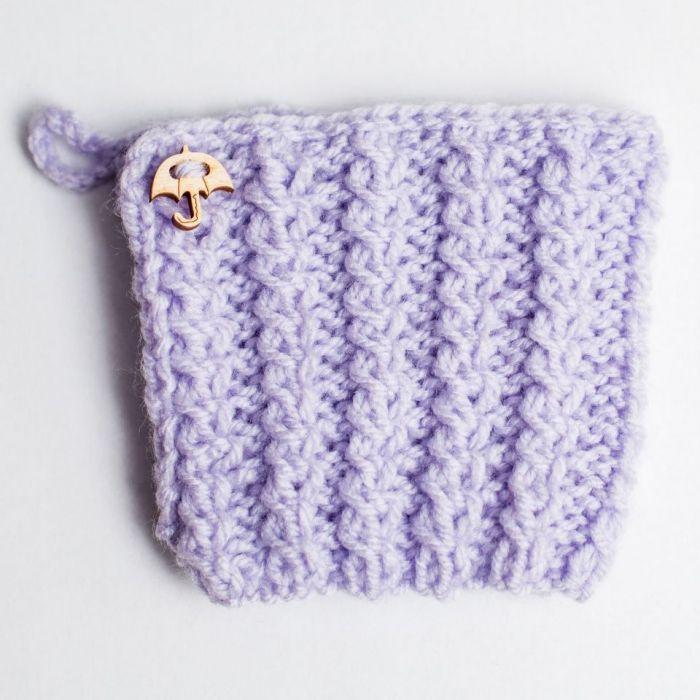 Kubek w lawendowym sweterku - Sweterek z drewnianym zapięciem