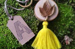 Breloczek drewniany rustykalny liść żółty