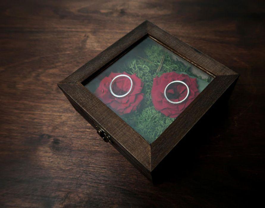 Pudełko na obrączki czerwone dzikie róże - pudełko na obrączki z kwiatami
