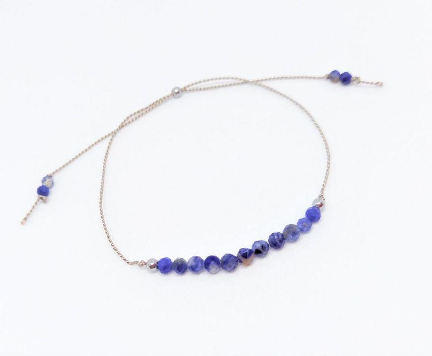 Bransoletka mocy Blue na nitce jedwabnej - Biżuteria na prezent na nitce z naturalnymi kamieniami dla żony, narzeczonej, dziewczyny, kobiety, mamy, córki, siostry, przyjaciółki