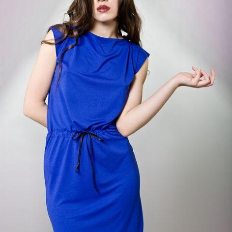 Wygodna sukienka z dłuższym tyłem