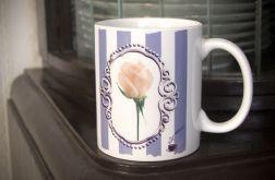 Kubek z białą różą, retro, vintage, shabby