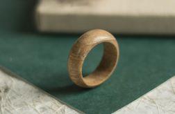 Duża obrączka z egzotycznego drewna tekowego