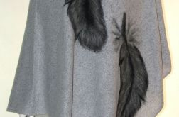 Ponczo wełną zdobione pióra
