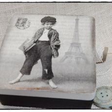 Pudełko decoupage, Gazeciarz Paryski motyw
