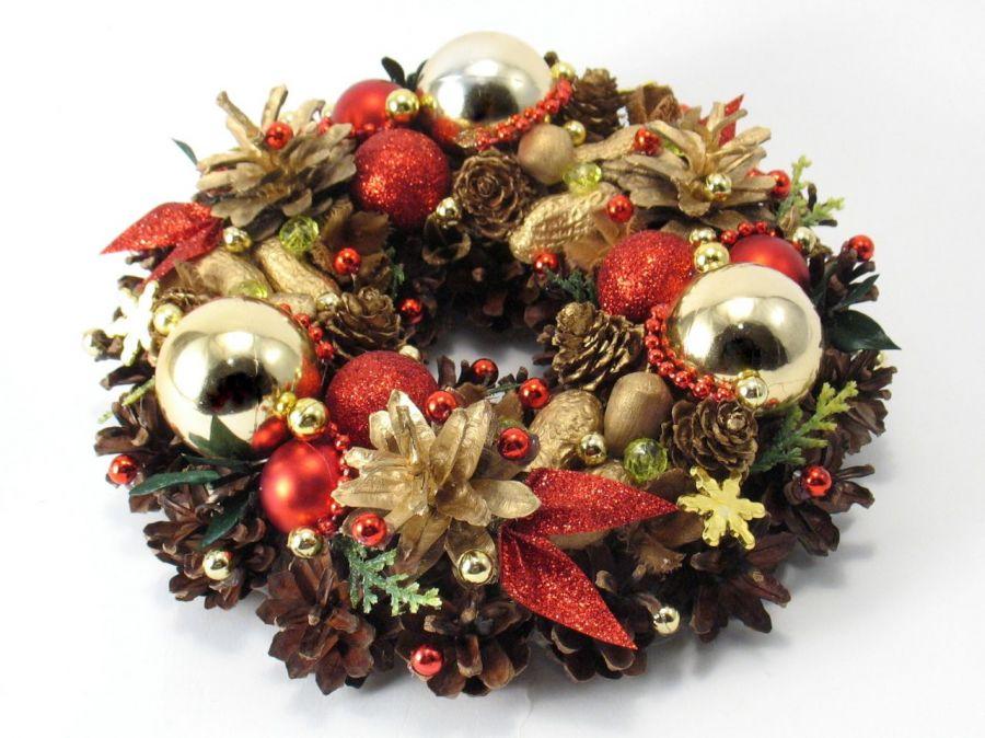 Mały  wianek świąteczny z bombkami