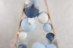 Drewniana choinka w odcieniach niebieskich LED