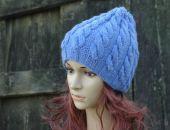 Niebieska czapka warkocze