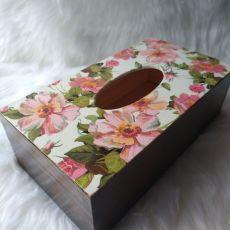 chustecznik z kwiatami dzikiej róży