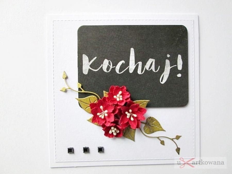 Kartka KOCHAJ! z czerwonymi kwiatami