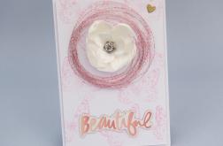 Kartka  z białym kwiatem i napisem beautiful