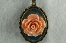 Wisiorek herbaciana róża