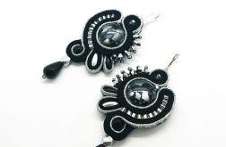 Czarne kolczyki z srebrnym akcentem
