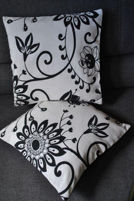 Poszewka - czarne kwiaty na białym tle