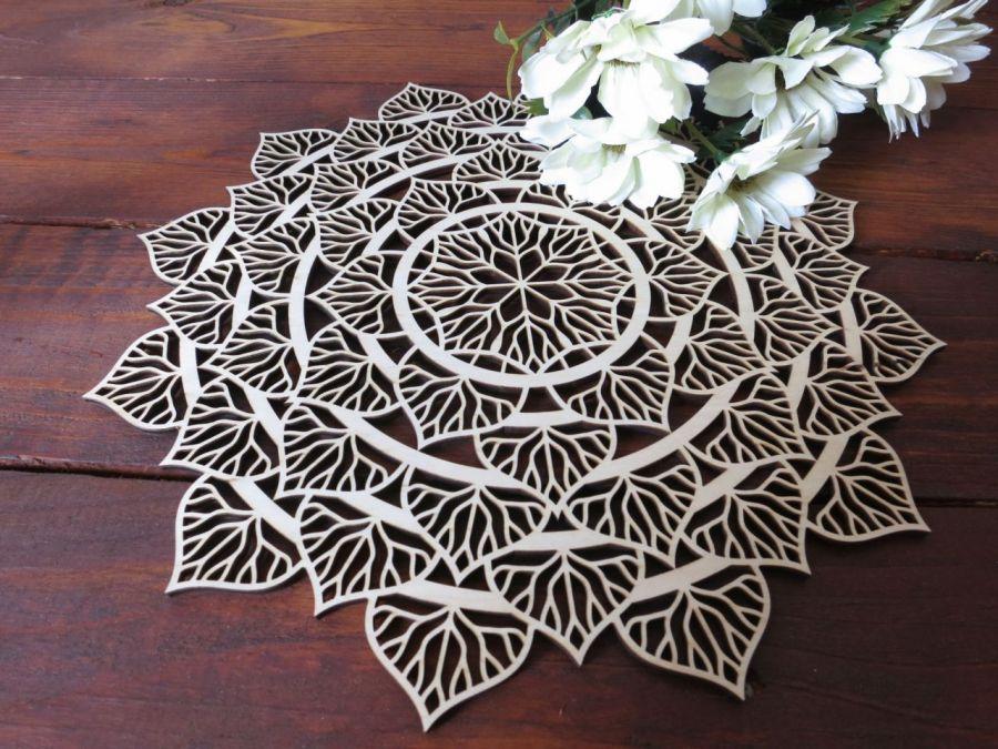 Drewniana mandala liściasta