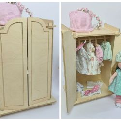 Szafa dla lalki i jej ubrania