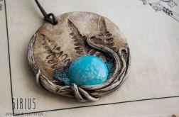 Wisior medalion z niebieską ceramiką