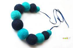 Korale z filcu niebieskie