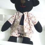 Czarny Miś w piżamce