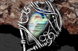 Wisiorek srebrny z labradorytem zielonym