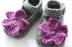 Sandałki szydełkowe z dużym kwiatkiem