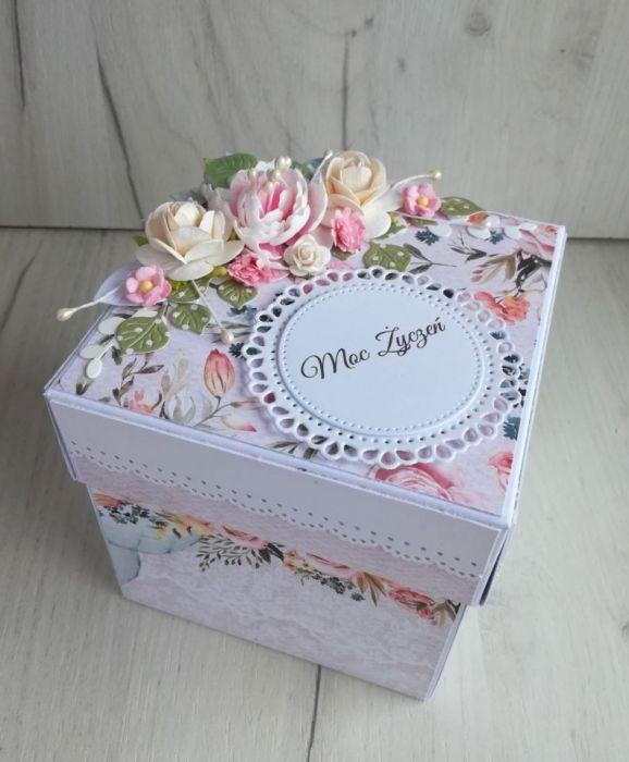 Exploding box urodzinowy z tortem z kwiatami -