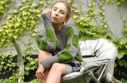 sweter w kwadraty szaro-zielone
