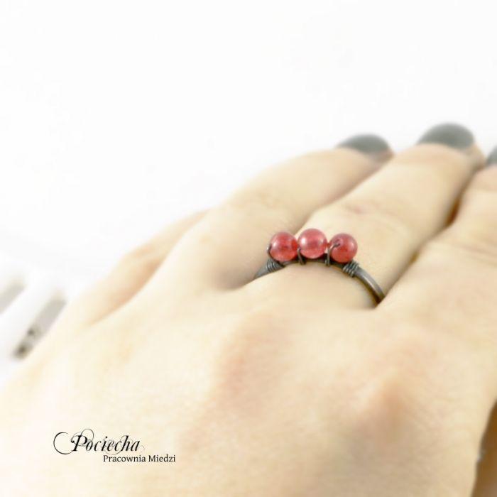 Czerwień - pierścionek z jadeitem