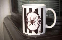Kubek z pająkiem, retro, victorian gothic