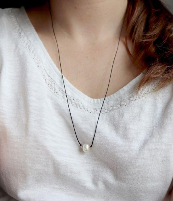 Naszyjnik z perłą na czarnym sznureczku - wisiorek na czarnym rzemyku