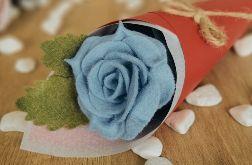 Róża z filcu w rożku - niebieski