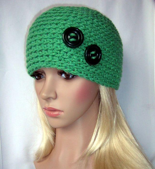 Zielona ozdobna czapka z guziczkami