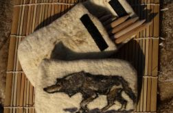 Piórnik z wilkiem