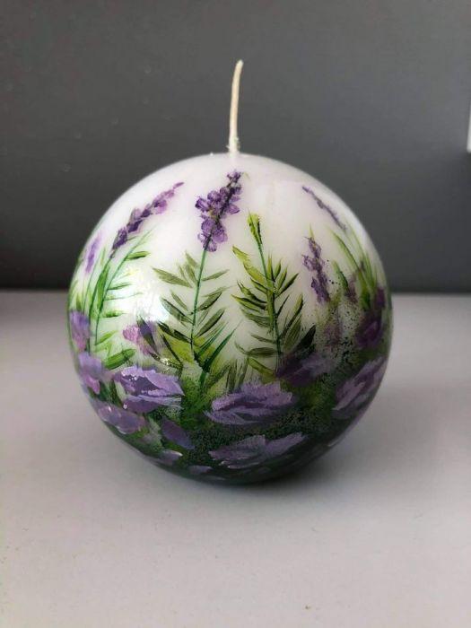 Świeca w kształcie kuli-fioletowa łączka -