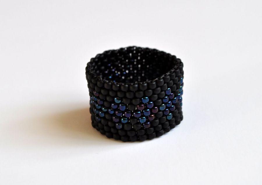 Pierścionek koralikowy czarny 7
