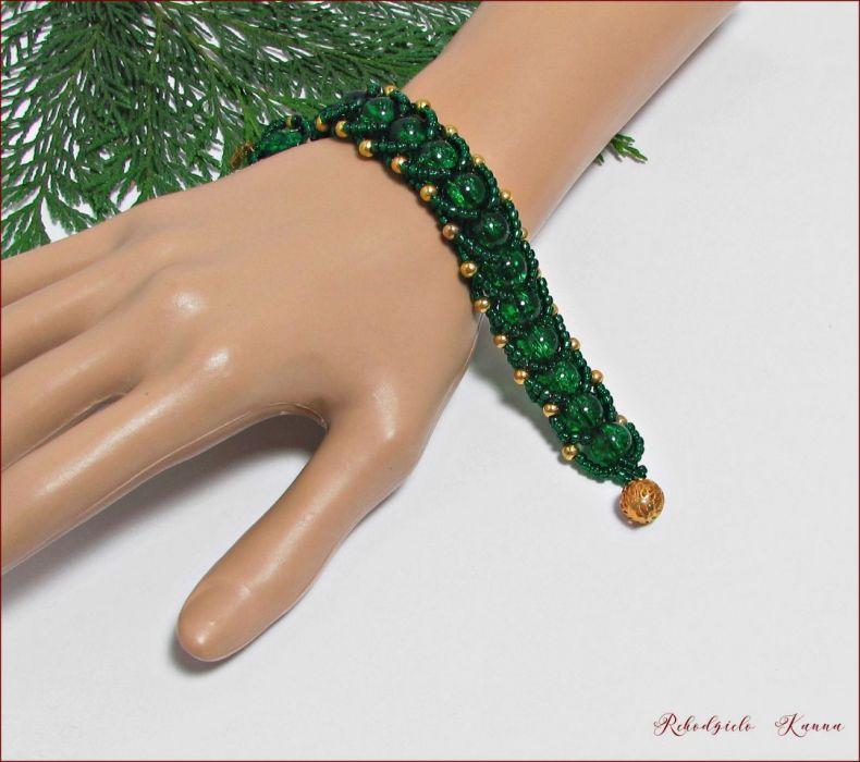 Zielony  warkocz bransoletka z koralikami -