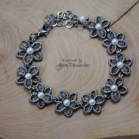 KWIATY bransoletka z perłami ze stali chirurg