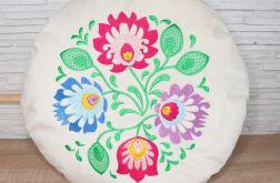 Okrągła poduszka z kolorowym haftem