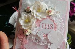 Kartka na komunię piękna różowa z kwiatami modlitwa PKS 028