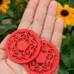 Kolczyki czerwone, okrągłe, a'la koronka