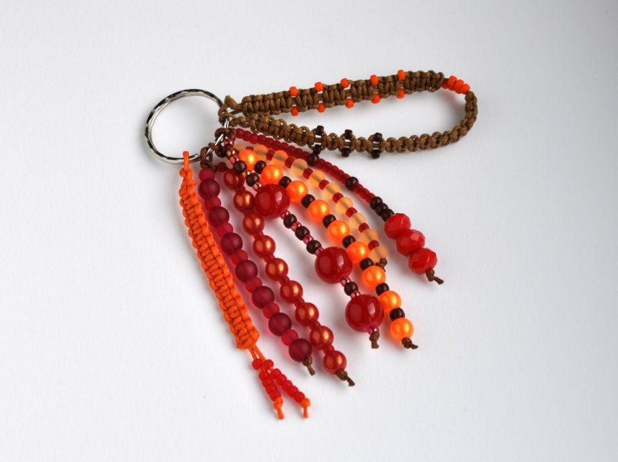 Brelok koralikowy czerwony - oryginalny i ciekawy