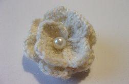 Biała gardenia z perłą
