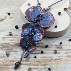 Wisior z kwiatami orchidei, granat i srebro