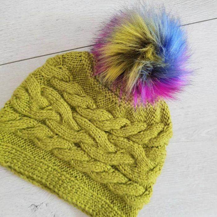 Czapka zimowa z pomponem. - czapka dla kobiety