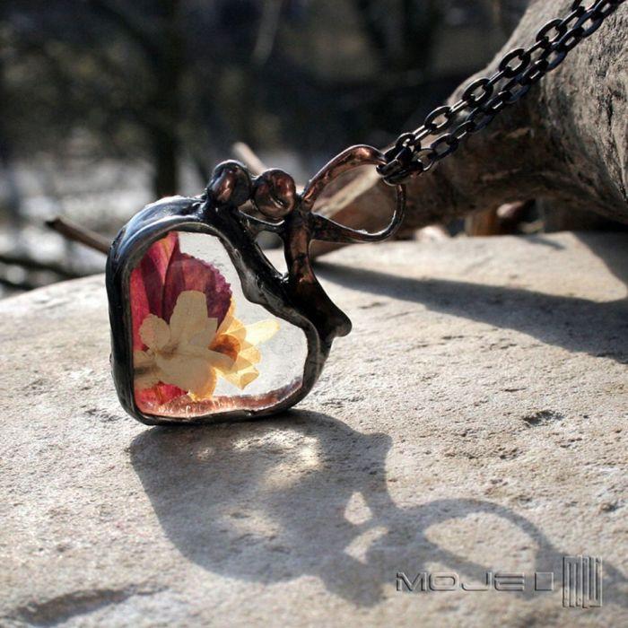 Serce z białym bzem i fuksją - wisior z sercem