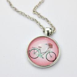 Wisiorek z rowerem w różu