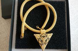 Naszyjnik z trójkątnym wisiorem